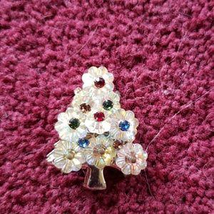 Jewelry - Vintage Christmas tree pin